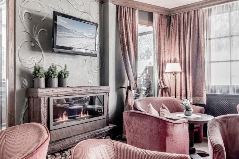Hotel-Garni-Caroline-Ischgl-Rezeption-(1)