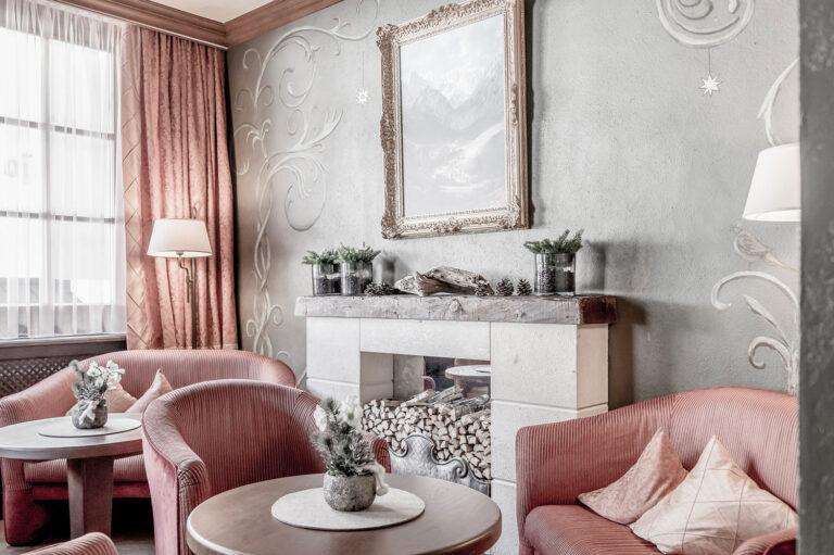 Hotel-Garni-Caroline-Ischgl-Rezeption-(6)